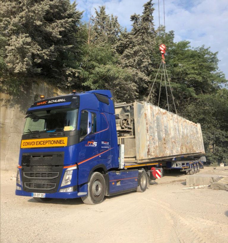 Camion convoi exceptionnel pour transport volumineux
